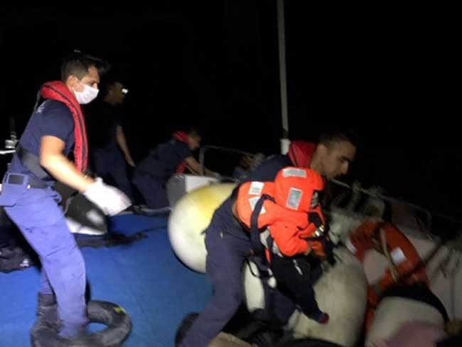 İzmir'de 182 düzensiz göçmen yakalandı