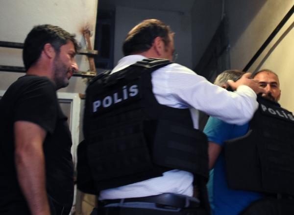 Konya'da dışarı çıkmak isteyen annesi ve kız kardeşini pompalı tüfekle rehin aldı
