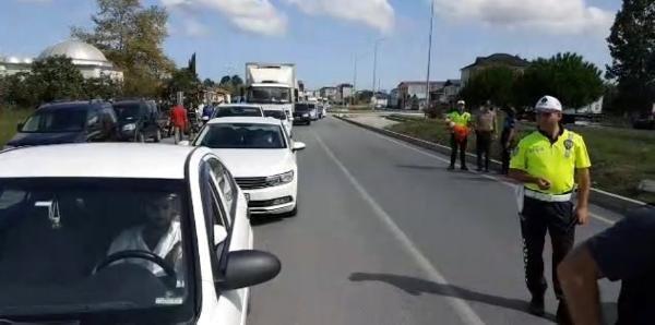 Motosikletin çarptığı kadın öldü, halk tepki için yolu kapattı