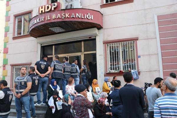 HDP önündeki eylemde 12'nci gün; aile sayısı 32 oldu