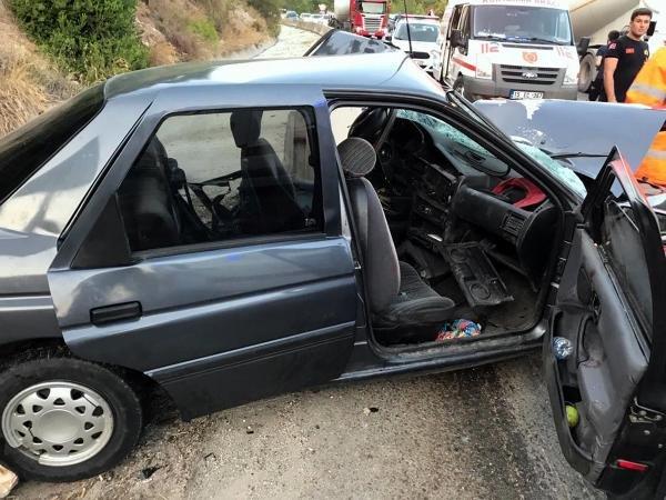 İki otomobil kafa kafaya çarpıştı: 1 ölü, 5 yaralı