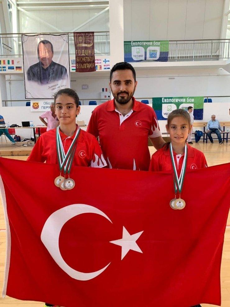 Küçük milli sporcular Balkanlardan madalyalarla döndü