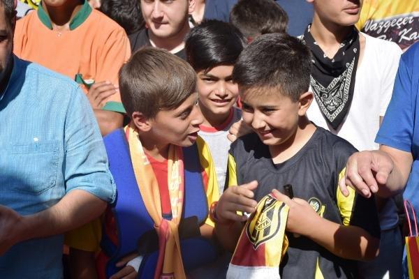 Yeni Malatyaspor'da futbolcular taraftarlarla buluştu