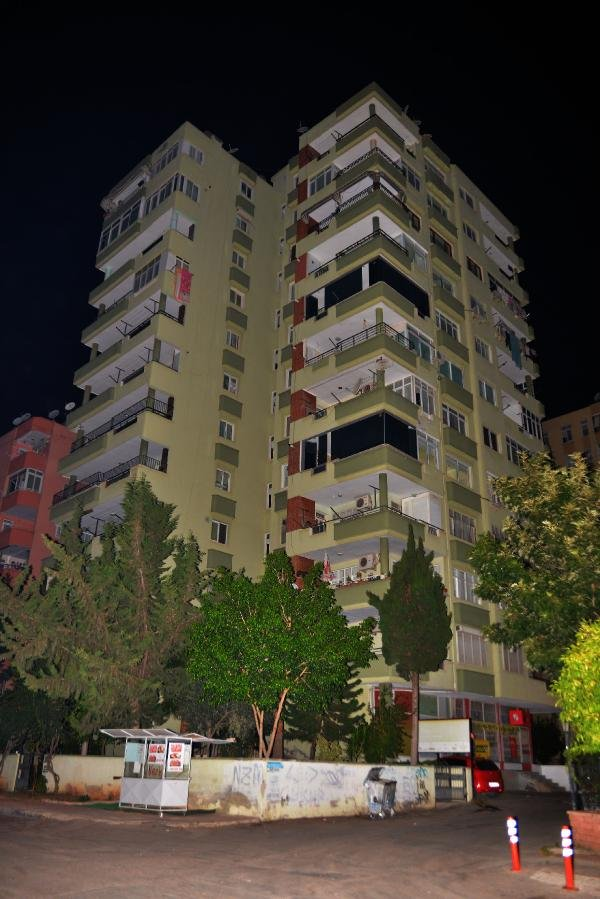 8'inci kattan düşen İngilizce öğretmeni hayatını kaybetti