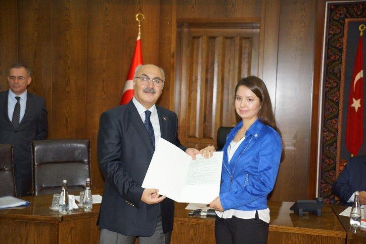 Vali Köşger, incir ihracatçılarının sertifikalarını verdi