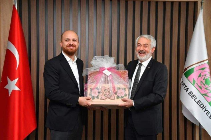Bilal Erdoğan'a özel işlemeli sandık ve lavanta tablosu