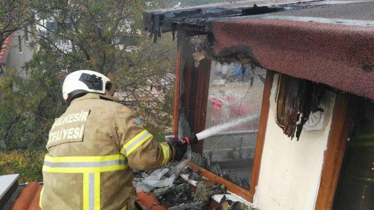 Ocaklar'da çatı yangını korkuttu