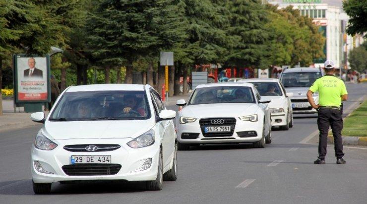 Sürücülere arabada sigara içme cezası