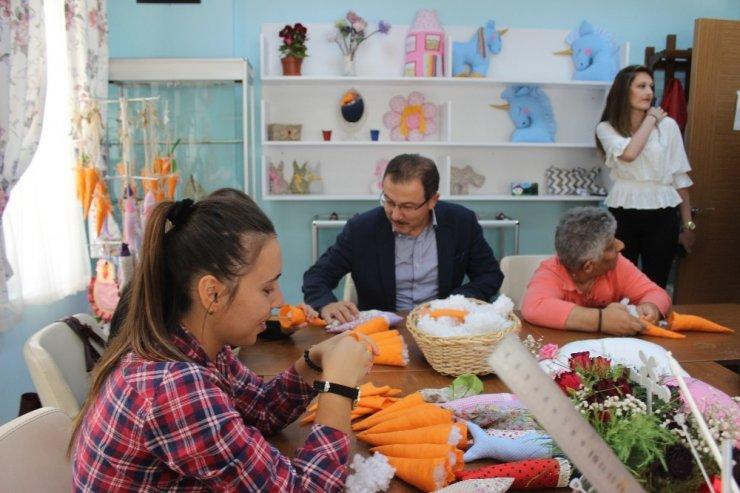 Eyüpsultan Belediye Başkanı Köken, engelli öğrencileri ziyaret etti