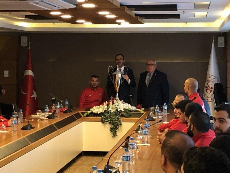 """Bakan Kasapoğlu: """"12 cesur yüreğin ülkemizde önemli bir yeri var"""""""