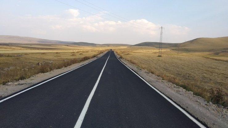 Kars'ta sıcak asfalt köy yolları hizmete tek tek giriyor