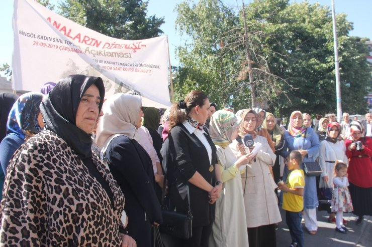 Bingöllü kadınlardan evlat nöbeti tutan annelere destek