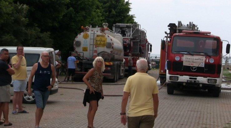 Belçikalıların kaldığı yazlık sitede korkutan yangın