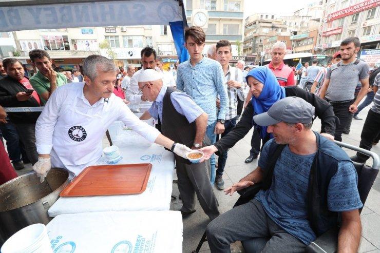 Şahinbey'den her gün 10 bin kişiye aşure