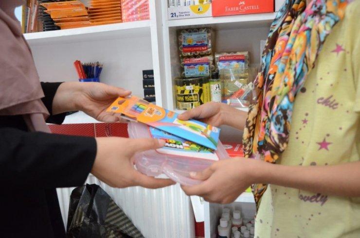 Belediyeden öğrencilere kırtasiye malzemesi desteği