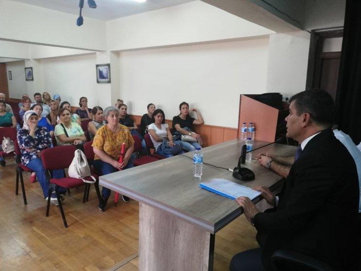 Antalya Lisesinde emniyet birimleri tarafından bilgilendirme toplantısı yapıldı