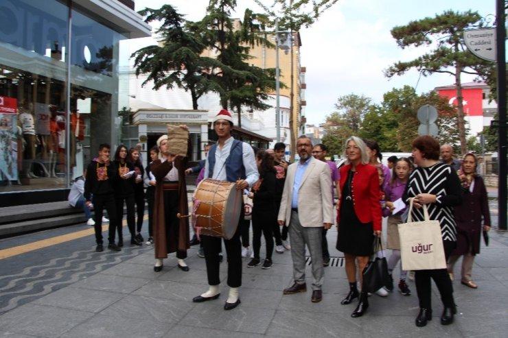 Dil Bayramı'nda 'Türkçe' için yürüdüler
