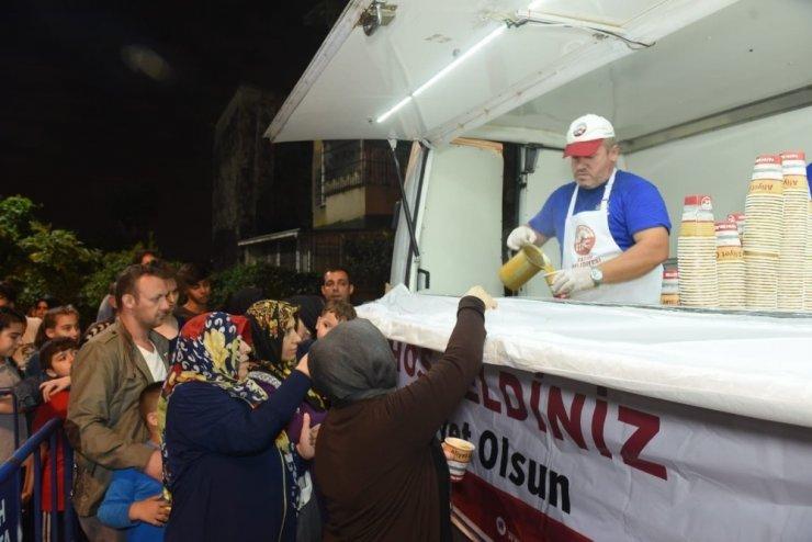 Fatih Belediyesinden 15 bin vatandaşa sıcak çorba ve su ikramı