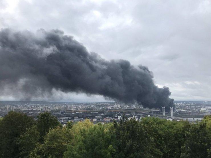 Fransa'da kimya fabrikasında yangın