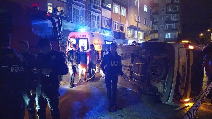 Gaziosmanpaşa'da iki araç çarpıştı: 3 yaralı