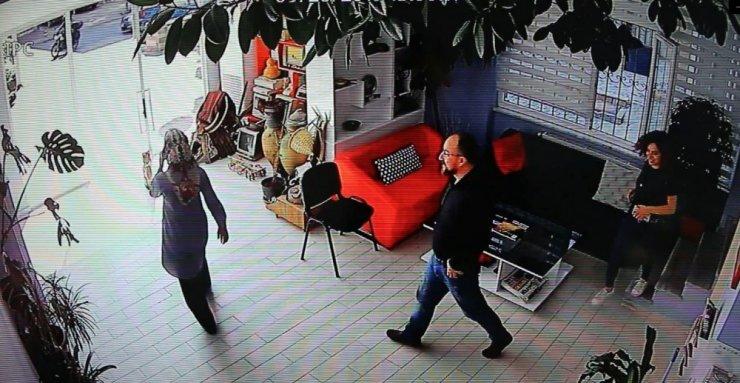 Deprem anı Gebze'de güvenlik kamerasına yansıdı