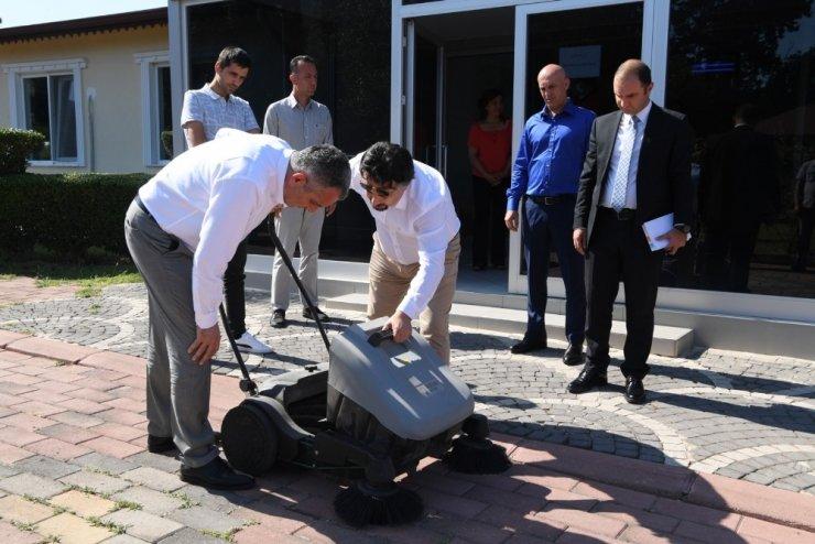 Başkan Semih Esen, yeni 'süpürücü'leri test etti