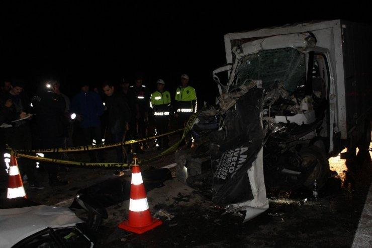 Kütahya'da kamyonet kamyona çarptı: 1 ölü