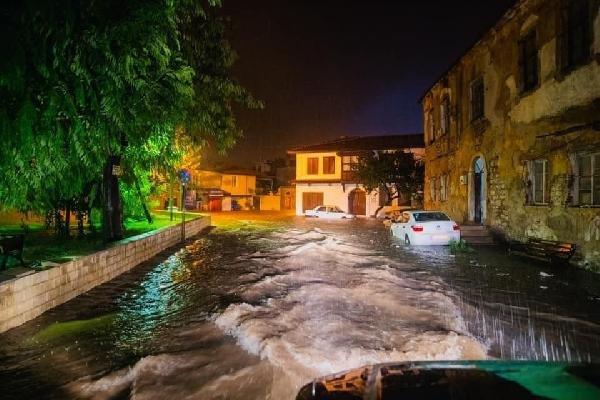 Milas'ta selin bilançosu ağır oldu