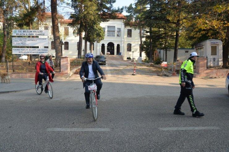 Okullarına bisikletleriyle gittiler