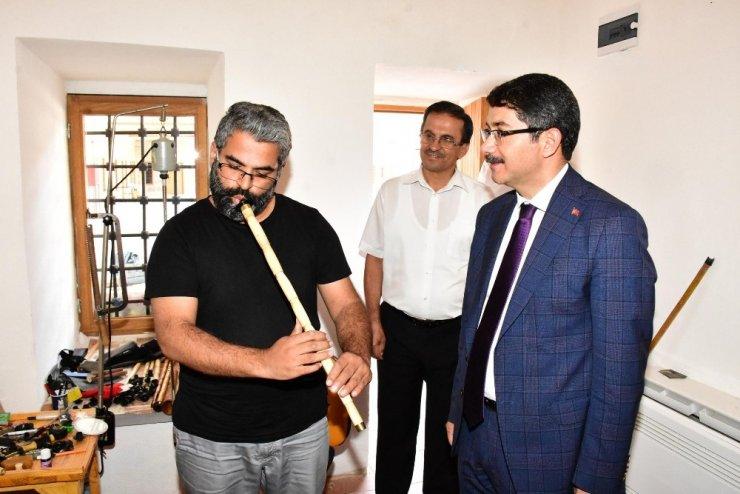 Başkan Çelik geleneksel el sanatları kurslarını inceledi