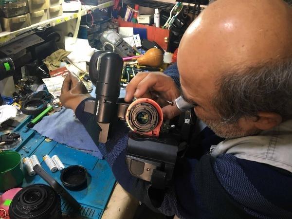 Protez kollu usta, 40 yıldır Konya'da tamircilik yapıyor