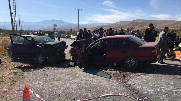 Konya'da iki otomobil çarpıştı: 2 ölü, 3 yaralı