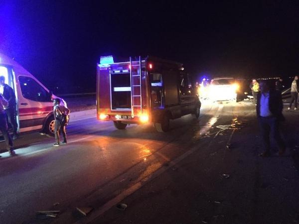 Konya'da geceyi sarsan kaza! Minibüs ile otomobil çarpıştı: 2 ölü, 11 yaralı