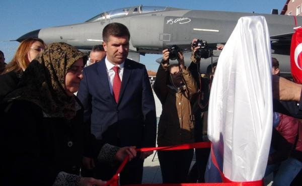 Şehit Pilot Teğmen Ayfer Gök'ün adının verildiği savaş uçaklı kavşak açıldı