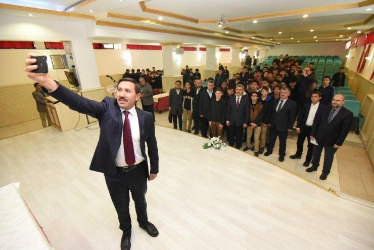 Başkan Kılca, okulları ziyaret ediyor