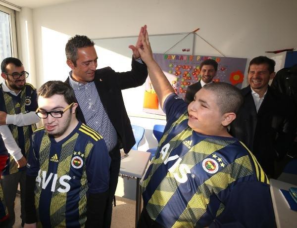 Ali Koç ve Fenerbahçeli futbolculardan okul ziyareti