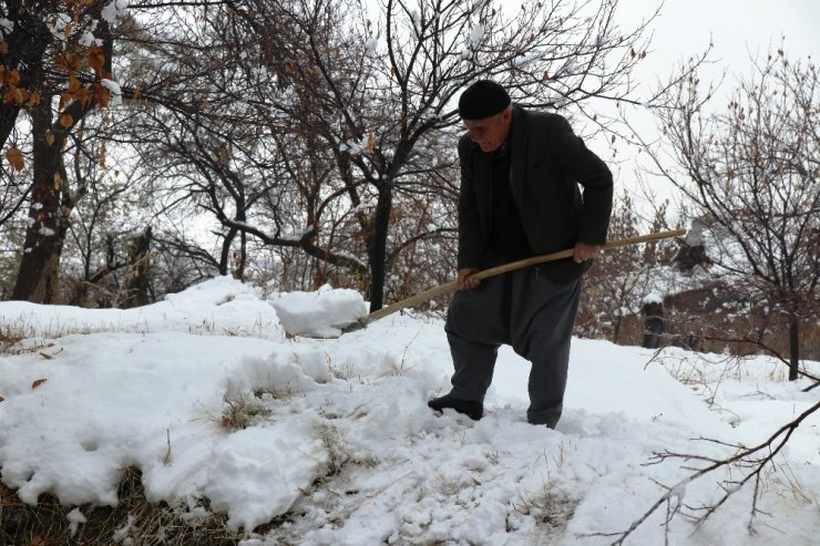 Kışın yağan karı saklayıp yazın satıyorlardı