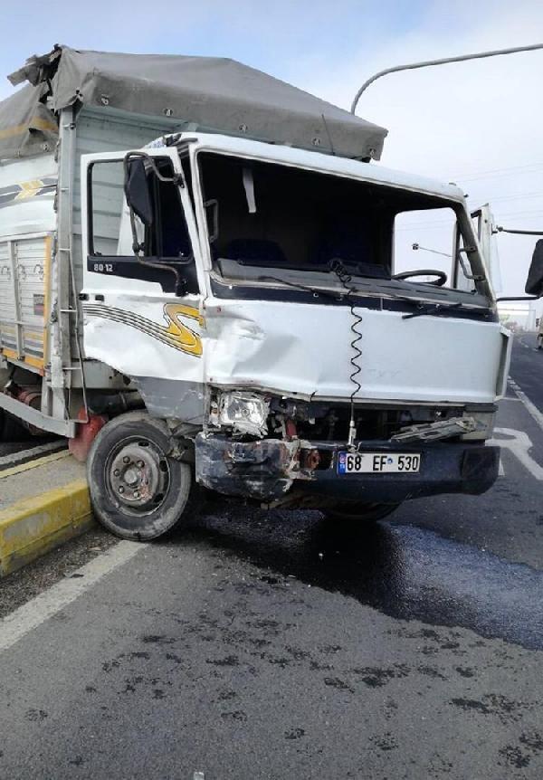Ankara-Konya karayolununda yolcu otobüsü ile kamyonet çarpıştı: Yaralılar var
