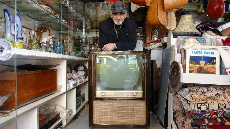 57 yıllık televizyona 10 bin lira değer biçildi