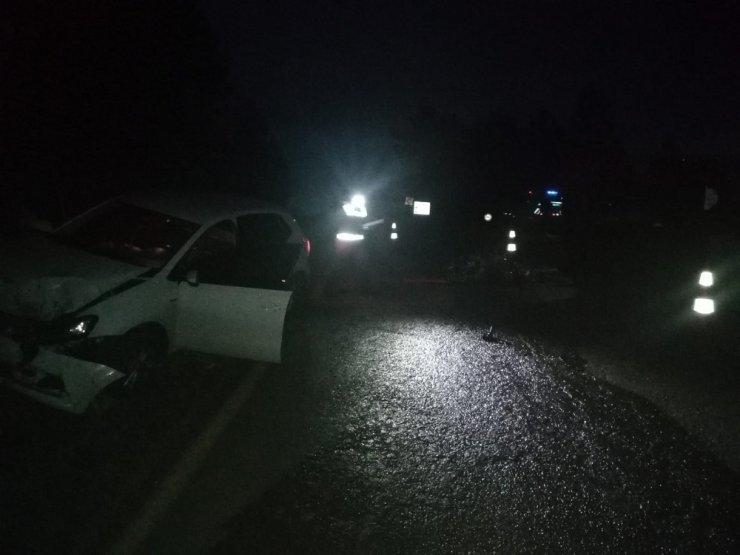 Motosikletle otomobil kafa kafaya çarpıştı: 1 ölü