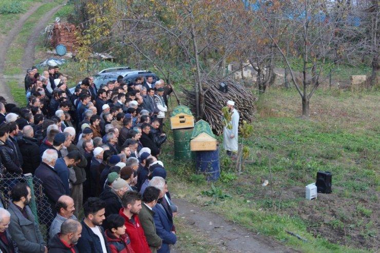 Kastamonu'nun Göçkün köyünden torununu hastaneye götüren şahsın kullandığı aracın kamyonla çarpıştığı kazada 3 kişi hayatını kaybetti. ile ilgili görsel sonucu