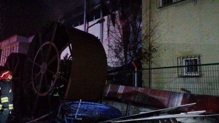 Döküm fabrikasında çıkan yangın maddi hasara neden oldu
