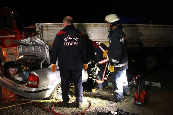 Otomobil TIR'a çarptı: 1 ölü, 1 yaralı