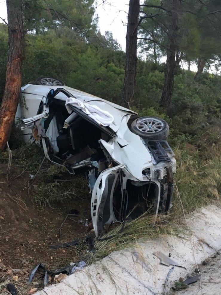 Lüks araç takla attı; 2 ölü 1 yaralı