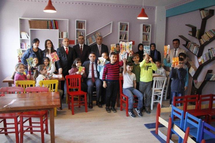 Köy okullarına okuma kitabı desteği