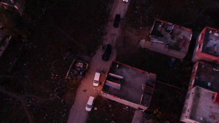 Torbacılara şafak baskını havadan görüntülendi