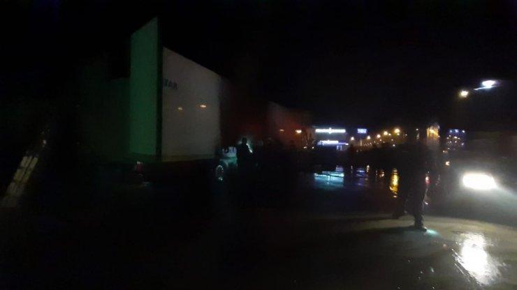 Petrol istasyonundaki araç yangını paniğe neden oldu