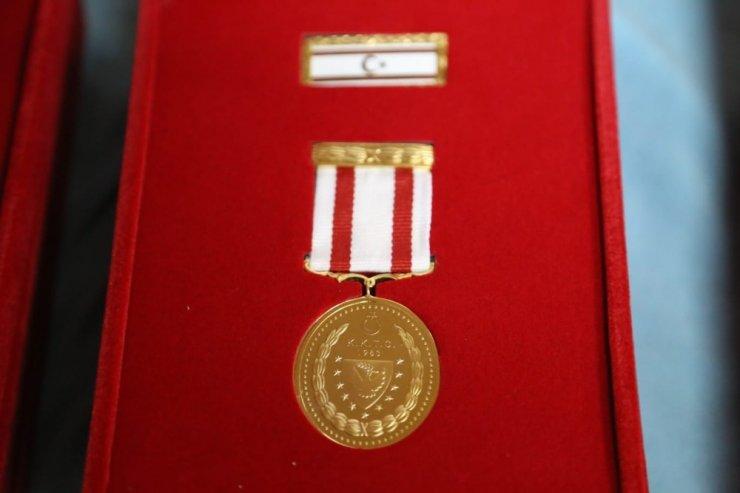 Kaş'ta Kıbrıs gazilerine madalya verildi