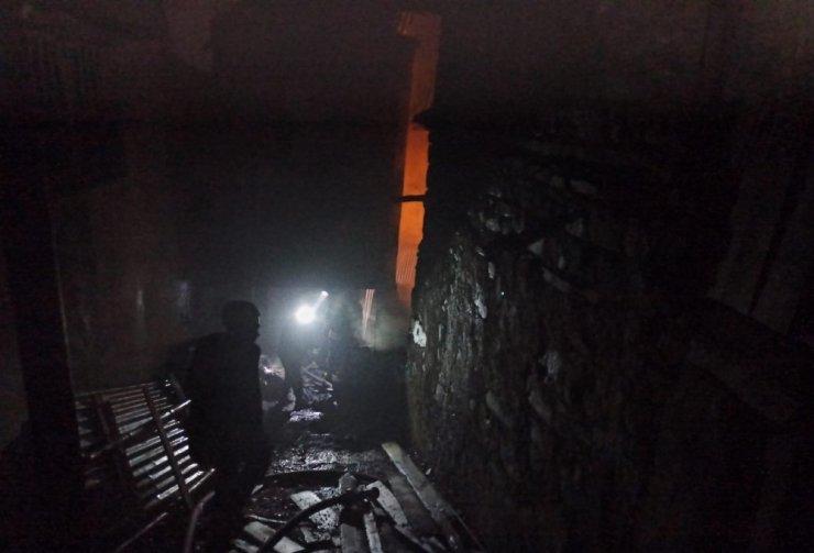 Köyde korkutan yangın: 5 ev yandı