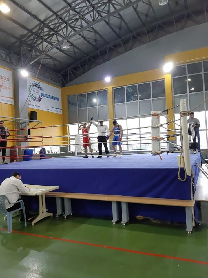 Genç Boksörler Okullar Arası İl Birinciliğinde Ringe Çıktı